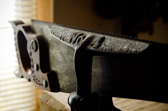 Metal antique hand saw sharpening vise