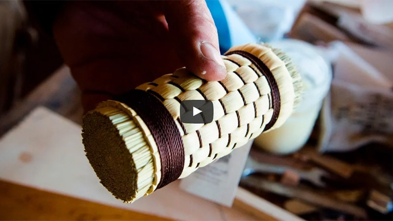 don williams holding a weaved french polisher polissoir