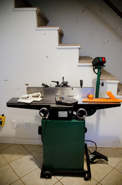 Green power woodworking jointer with safety paddles