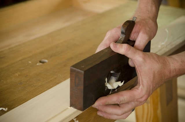 Cutting a rabbet with an antique wooden rabbet plane