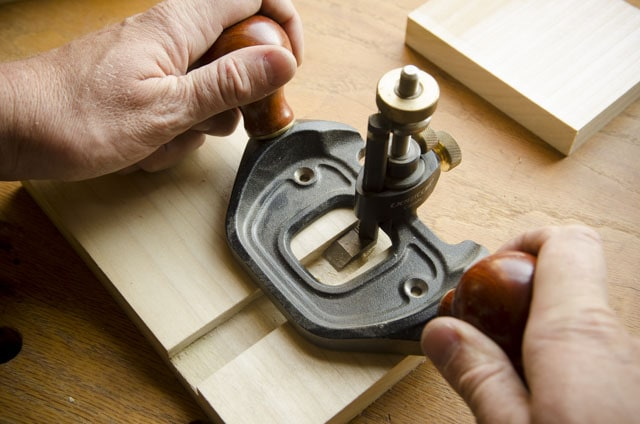 Veritas Router Plane cutting a dado joint